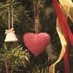 おしゃれなクリスマス飾りが余った毛糸で出来ちゃう☆ハート&ポンポンのクリスマスオーナメント