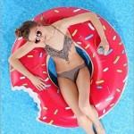 海水浴におしゃれでかわいい浮き輪を持っていこう