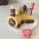 3歳のお誕生日パーティー!市販のお菓子で簡単に手作りできるアンパンマンケーキ
